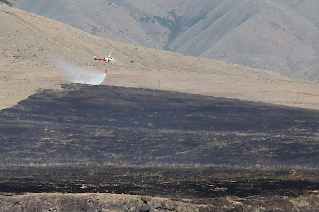 Had to crop this shot a LOT, as we were still several miles from the fire, and I only had my 24-105mm zoom.  Still, a neat shot of the helicopter dropping water on the fire line.